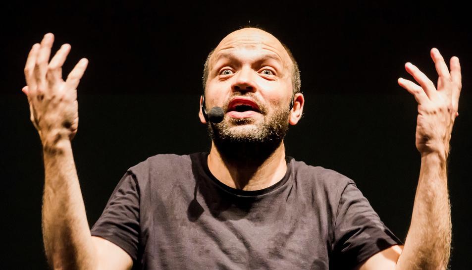 Imatge de Miquel Noguera durant la interpretació de l'Ultrashow