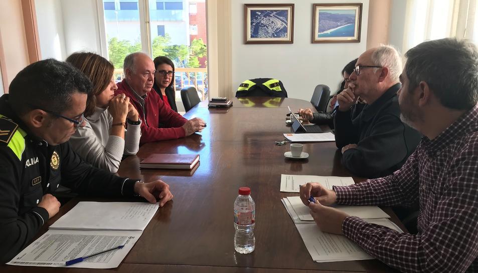 Imatge de la reunió amb el Síndic de Greuges a l'Ajuntament de Vandellós i l'Hospitalet de l'Infant