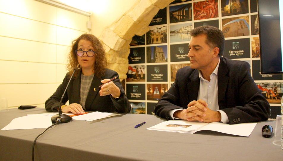 La consellera de Turisme, Laura Castel, amb el gerent del Patronat de Turisme, Ángel Arenas, fent el balanç turístic de l'estiu.