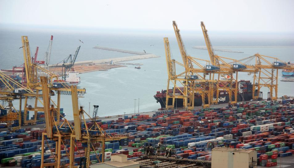 Imatge dels contenidors al port de Barcelona durant la vaga d'estibadors del 2017
