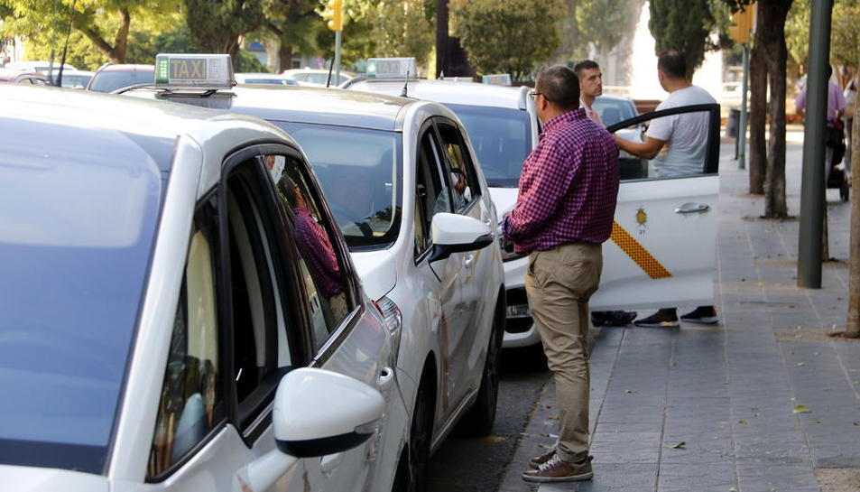 Imatge d'arxiu d'uns taxis a Tarragona