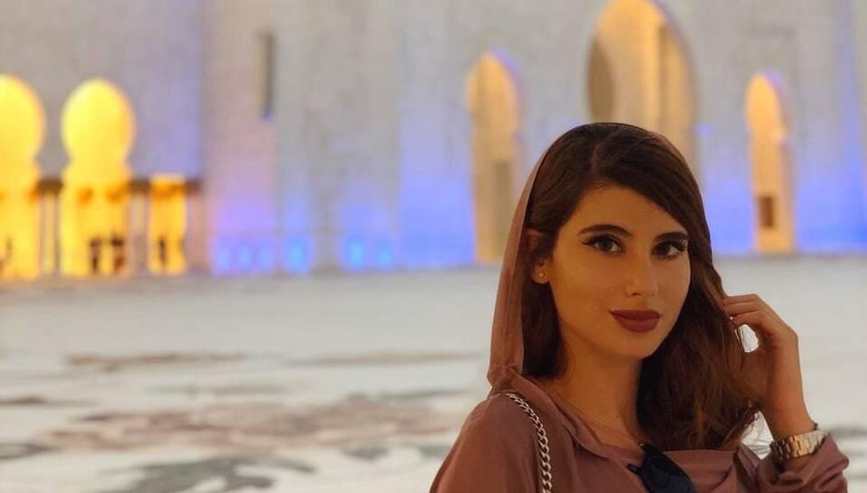 Cristina Mercadé en un bonic racó de la ciutat de Dubai.