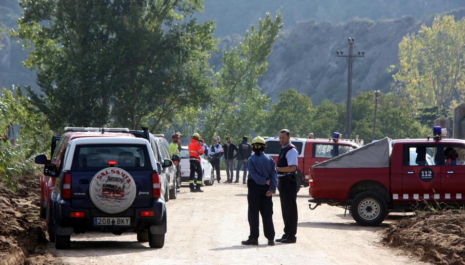 Els vehicles i efectius del dispositiu de rescat, a Vilaverd.