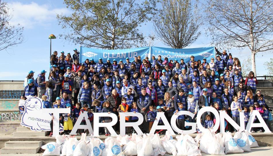 Imatge dels participants en la jornada 'Clean Up Day'.