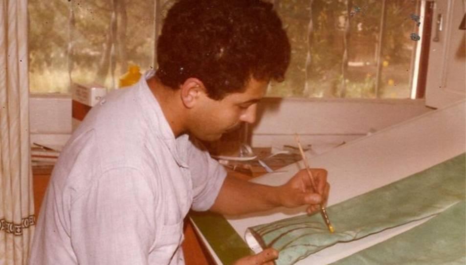 Toni Torrell, en la seva tasca d'il·lustrador.