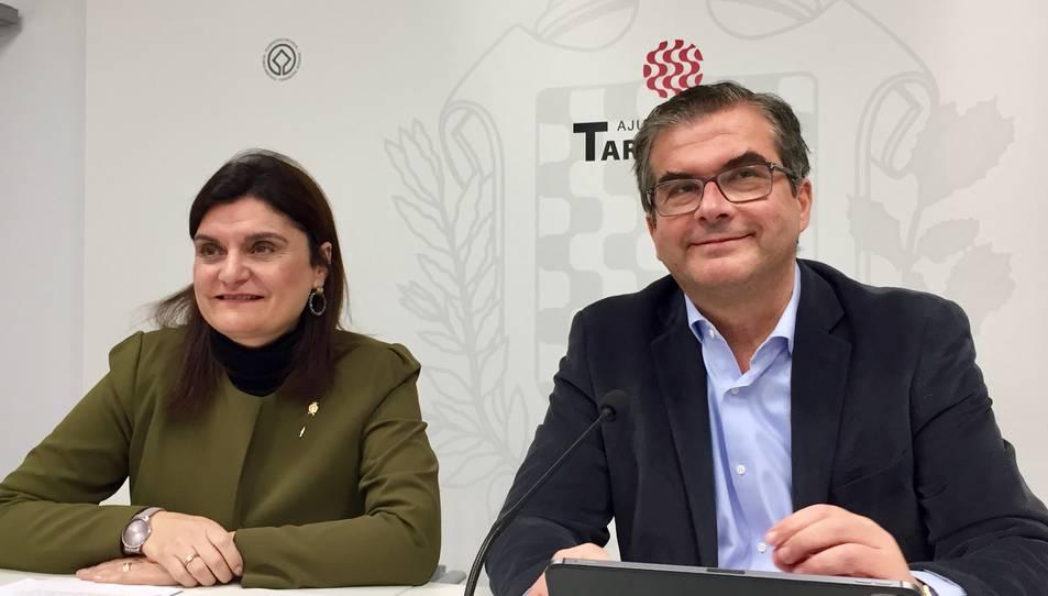 José Luís Martín i María Elisa Vedrina en la compareixença d'ahir a la sala de premsa de l'Ajuntament de Tarragona.