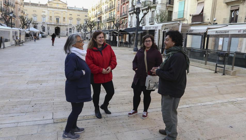 Denise Fresard, Paula Varas, Marina Canton i Francisco Alvear, parlant sobre la situació de Xile.