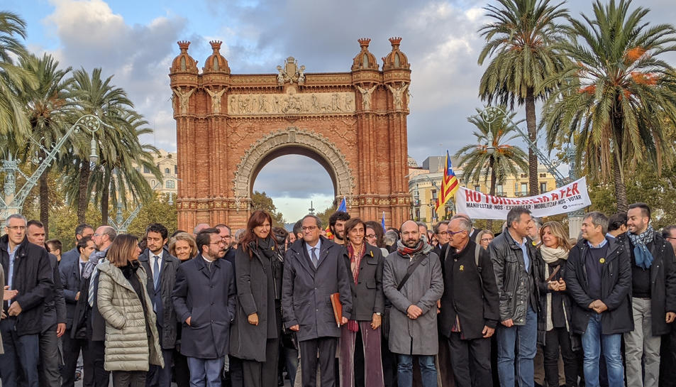 El president de la Generalitat, Quim Torra, a l'Arc de Triomf, amb la seva família, el Govern, els partits i les entitats independentistes.