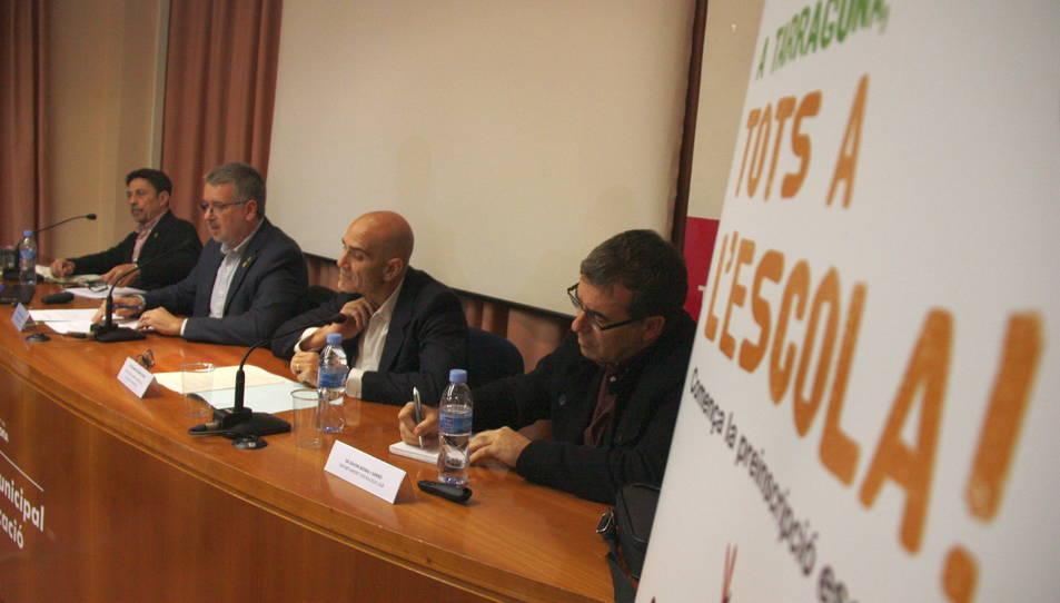 Imatge de la presentació de l'estudi impulsat per Xavier Bonal, a la dreta, que s'ha celebrat a l'Institut Municipal d'Educació de Tarragona.