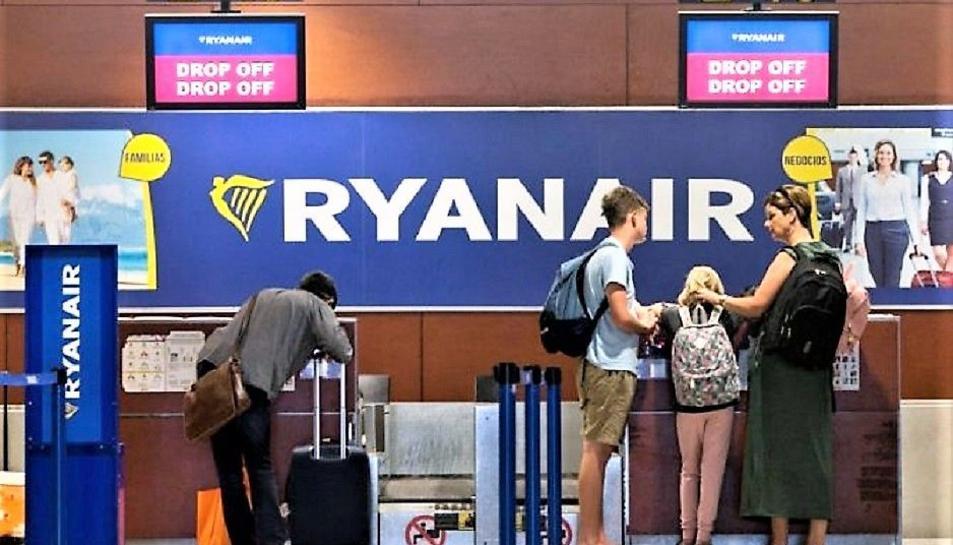 La magistrada considera «abusiva« la política d'equipatge de Ryanair.