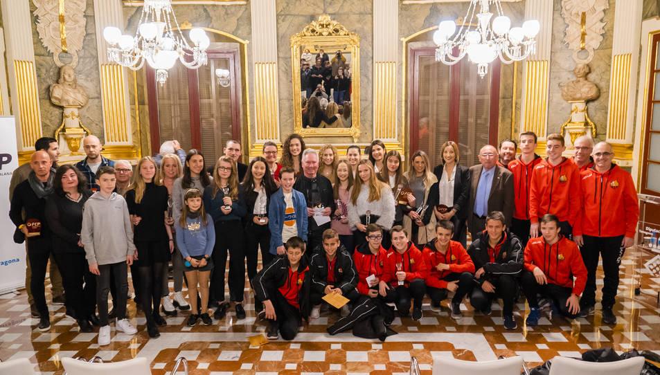Tots els esportistes que han estat premiats aquesta tarda al Palau Bofarull de Reus.