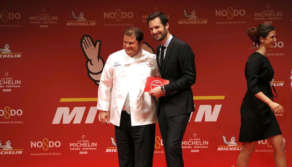 Pep Moreno dalt de l'escenari després de rebre la seva primera estrella Michelin, pel restaurant el Deliranto de Salou.
