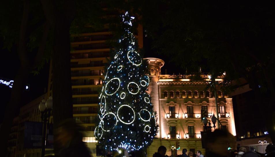 Imatge d'arxiu de l'arbre de Nadal instal·lat a la Rambla Nova.