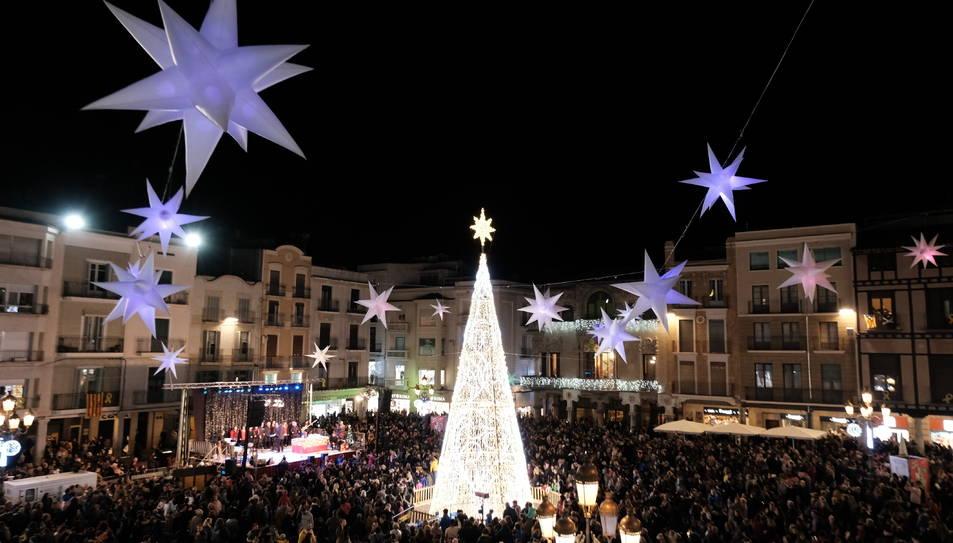 Imatge de la Plaça del Mercadal il·luminada