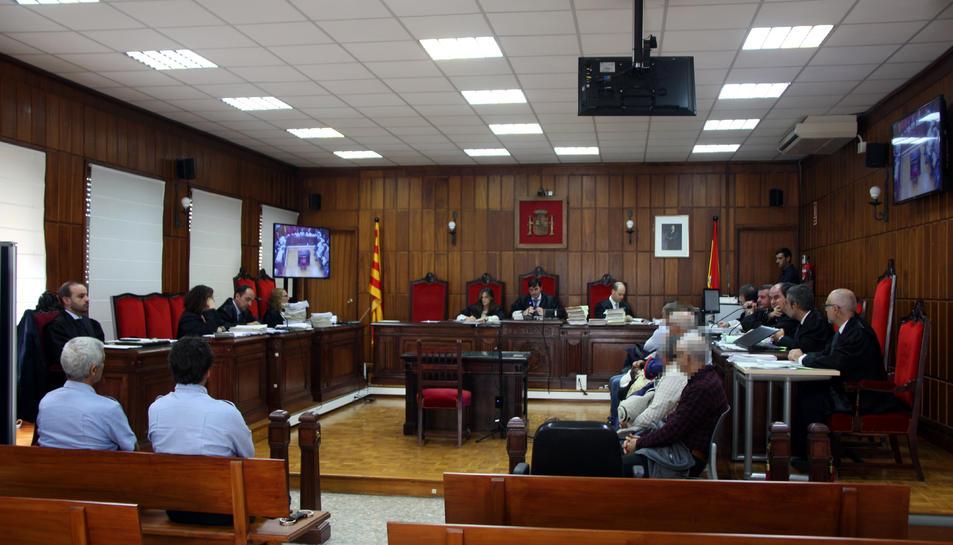 La sala de vistes de l'Audiència on es fa el judici als membres d'una xarxa d'abús de menors i pornografia infantil destapada a Tortosa.