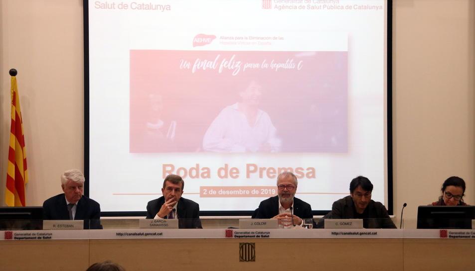 Pla general de la roda de premsa de presentació de la campanya de detecció de l'hepatitis C, amb Joan Colom, Carmelo Gómez, Teresa Casanovas, Rafael Esteban i Javier García-Samaniego