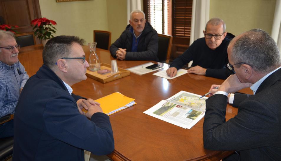 Els participants de la reunió ahir a l'Ajuntament de Reus.