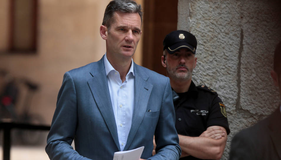 Imatge d'Iñaki Urdangarin sortint de l'Audiència de Palma després de recollir la sentència