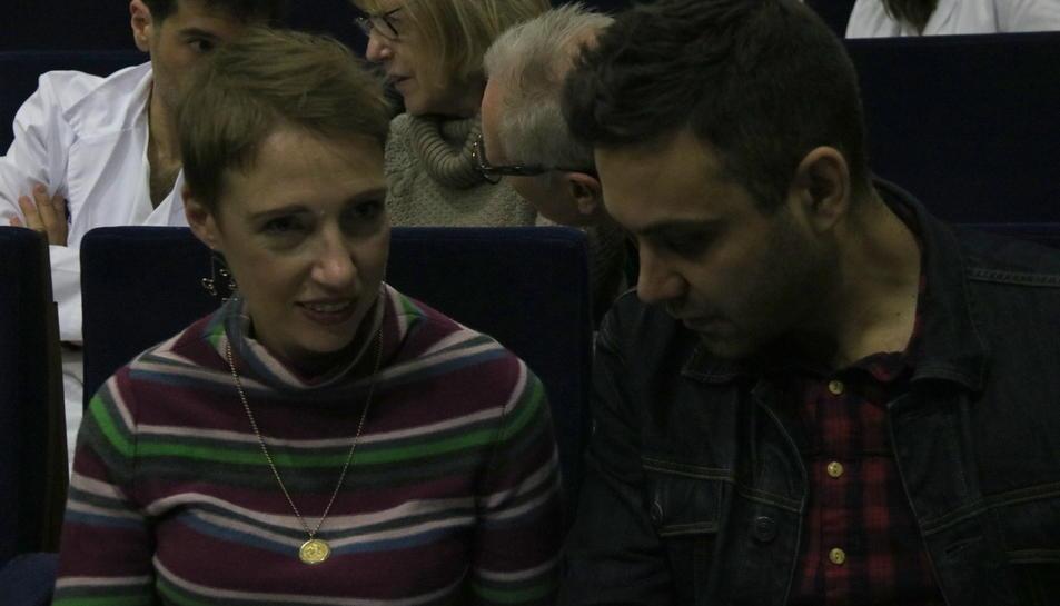 Primer pla de l'Audrey, l dona que va salvar la vida amb el cor aturat durant sis hores, amb el seu marit