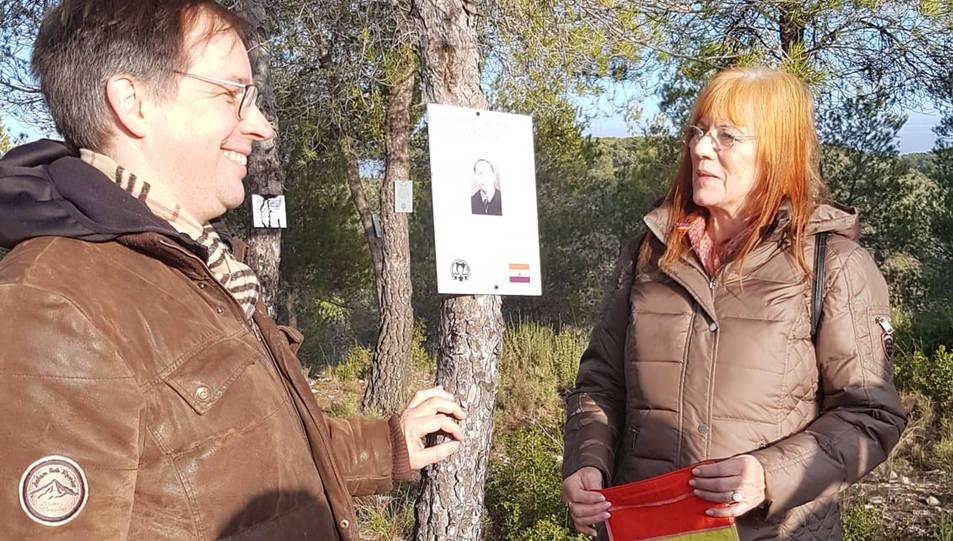 Un dels nous cartells que s'han col·locat al bosc de La Fatarella en memòria de brigadistes de la Guerra Civil.