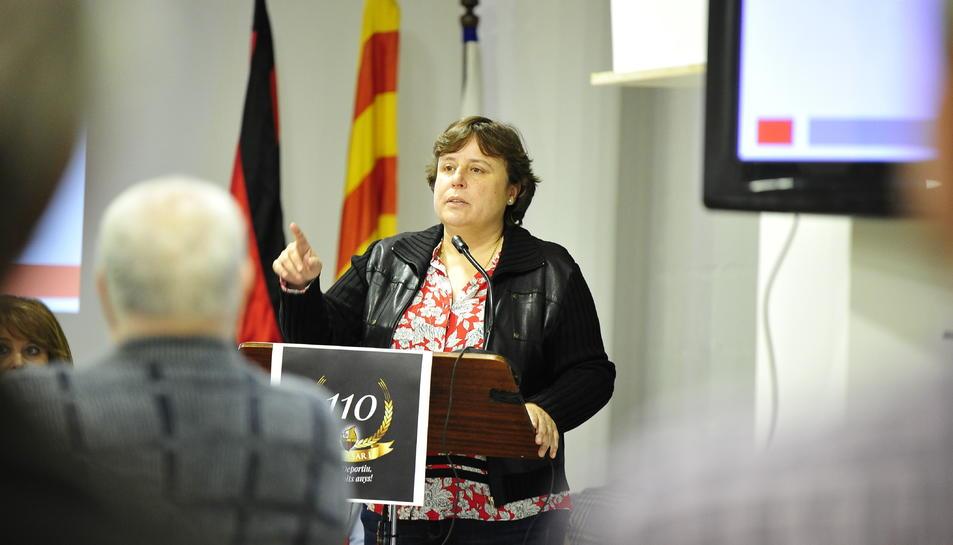 La presidenta de l'entitat, Mònica Balsells, durant l'assemblea de socis.