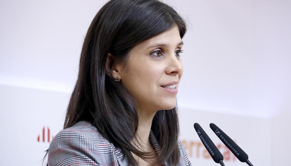 Primer pla de perfil de la portaveu d'ERC, Marta Vilalta, en una roda de premsa del 18 de novembre de 2019