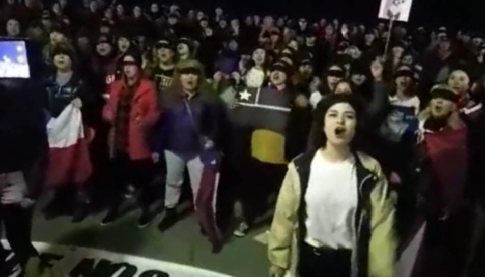 Imatge del moment en el qual s'ha cantat 'El violador eres tú'.