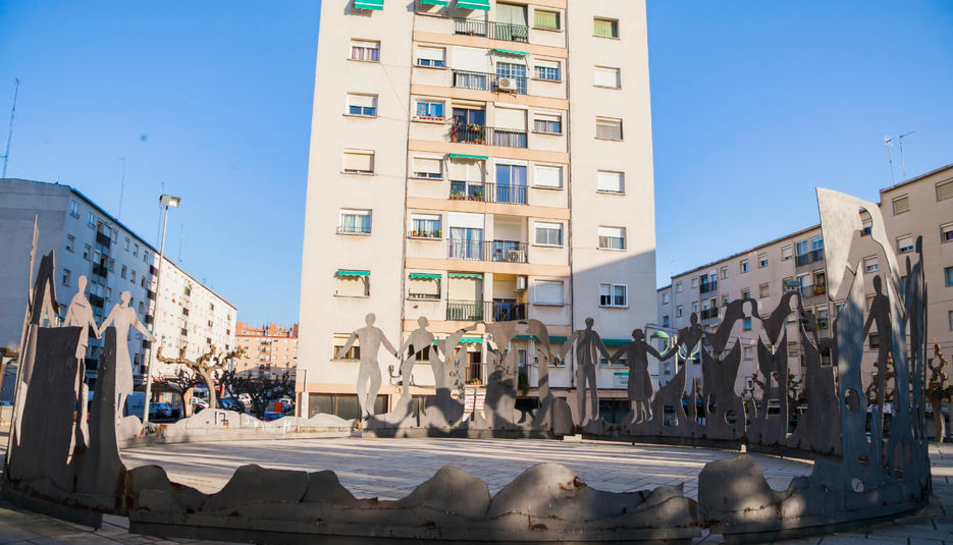 Aspecte que ofereix en monument a la sardana emplaçat a Sant Pere i Sant Pau des de 1973.
