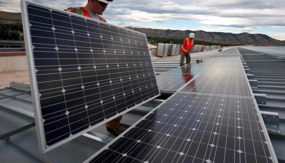 El parc solar dissenyat per Concom subministrarà energia a empreses, indústries o botigues.