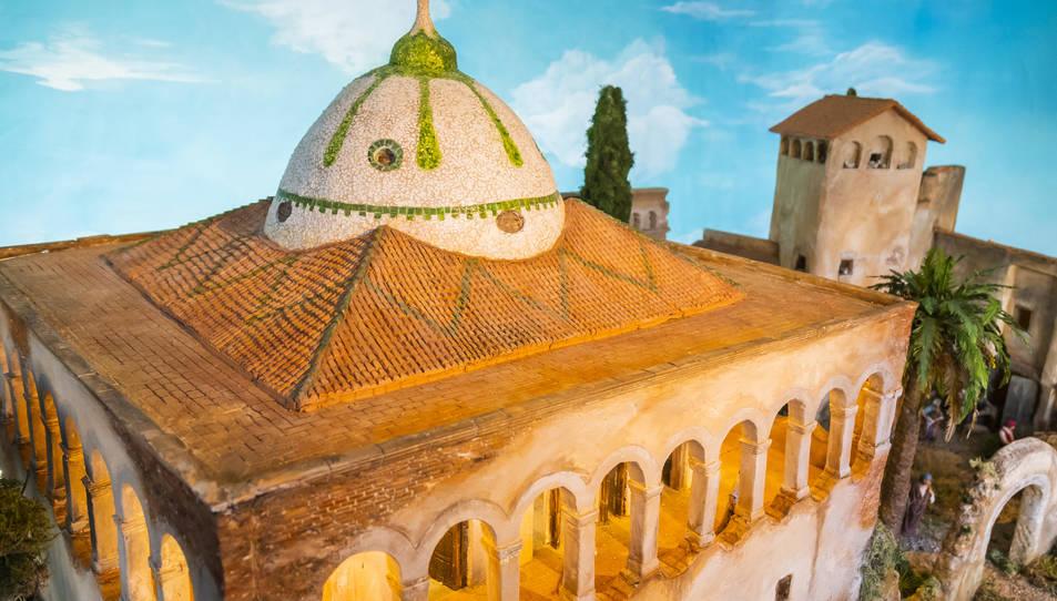 Reproducció del Mas Sorder feta per Banqué, amb la cúpula de trencadís en primer terme.