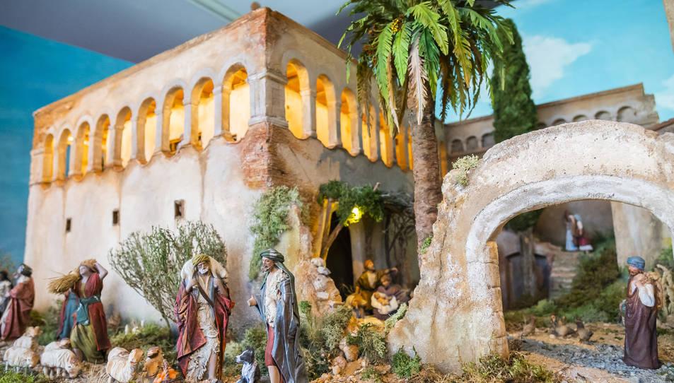 Detalls del diorama, amb les figueres clàssiques del pessebre.
