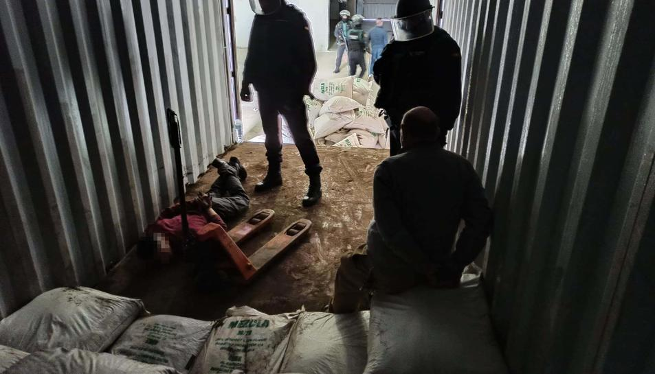 durant el sregistres es van detenir tres persones.