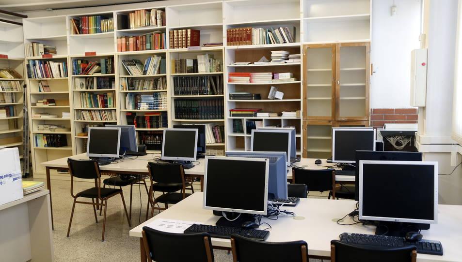 La biblioteca de l'INS Comte de Rius, en una imatge d'arxiu.