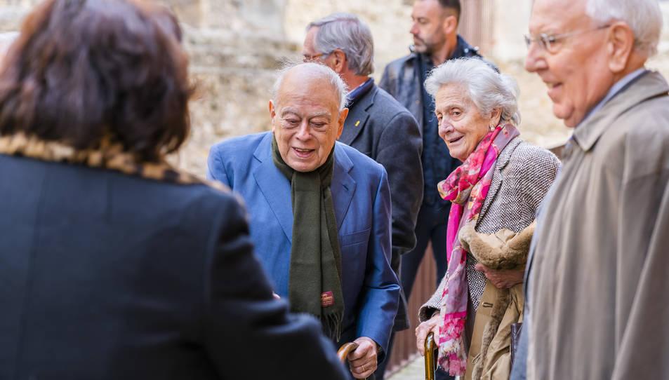Jordi Pujol i Marta Ferrusola en la seva arribada a les portes del Restaurant Les Voltes, al carrer Trinquet Vell de la Part Alta.