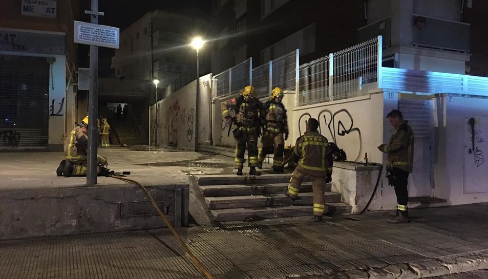 El foc es va produir en un local abandonat.
