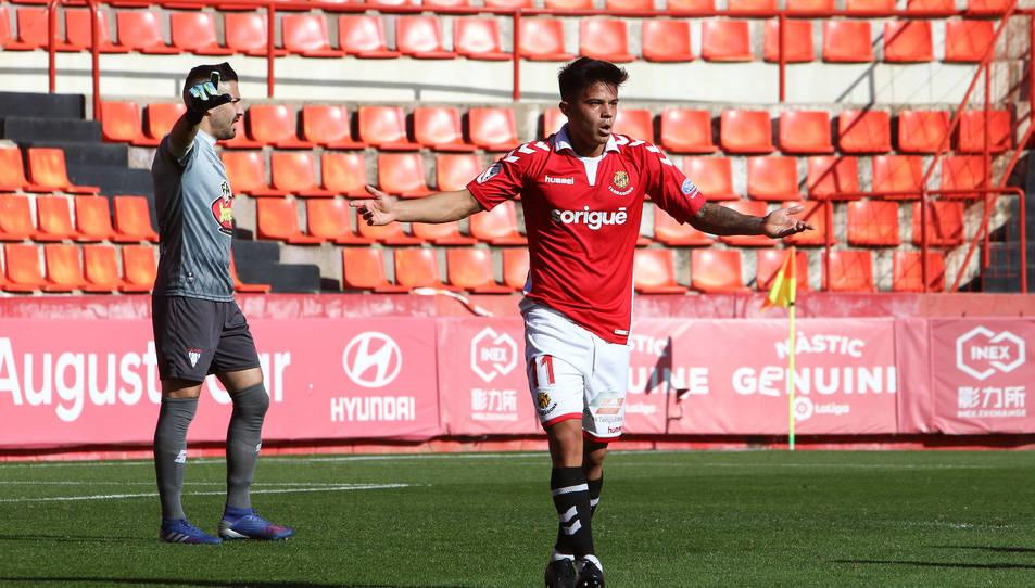 Brugui en el partit contra l'Ejea disputat al Nou Estadi on va provocar un penal a favor dels grana.