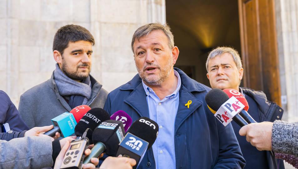 Josep Maria Cervera, president de l'AMI, durant l'atenció als mitjans després de la reunió d'aquest matí amb l'alcalde Pau Ricomà