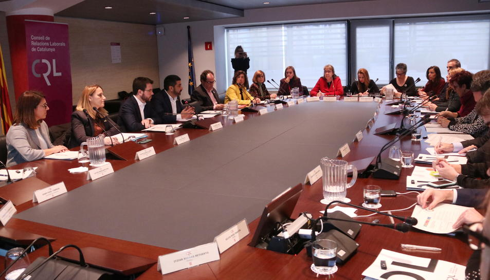 Ple del Consell de Relacions Laborals, presidit per Pere Aragonès i Chakir El Homrani.