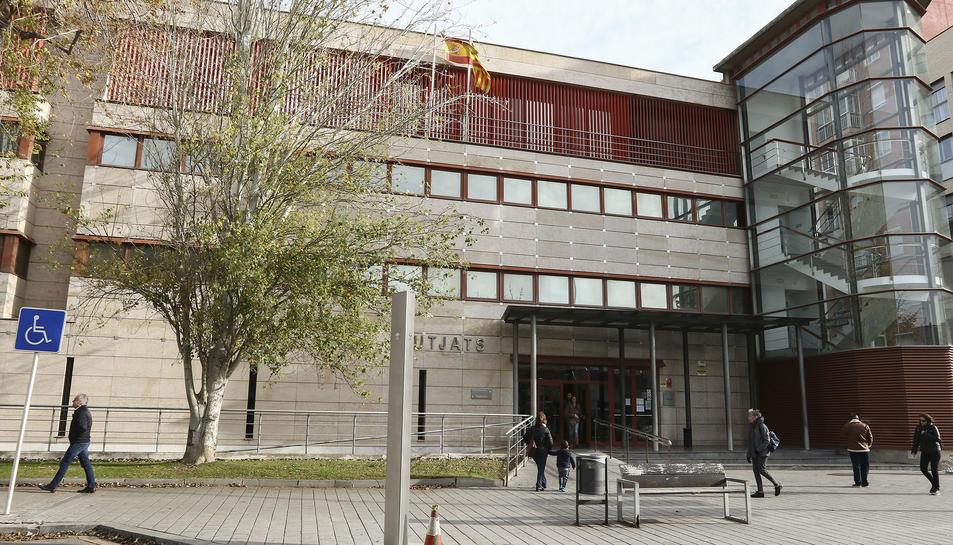 Una imatge d'arxiu de la façana dels Jutjats de Reus.