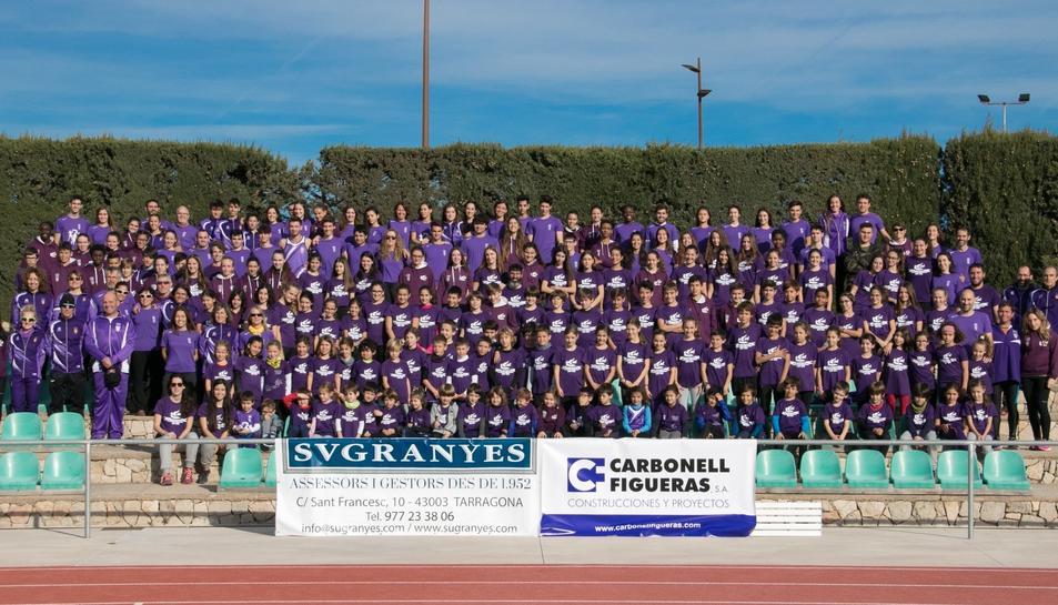 Imatge de grup del Club Atletisme Tarragona per la temporada 2020.