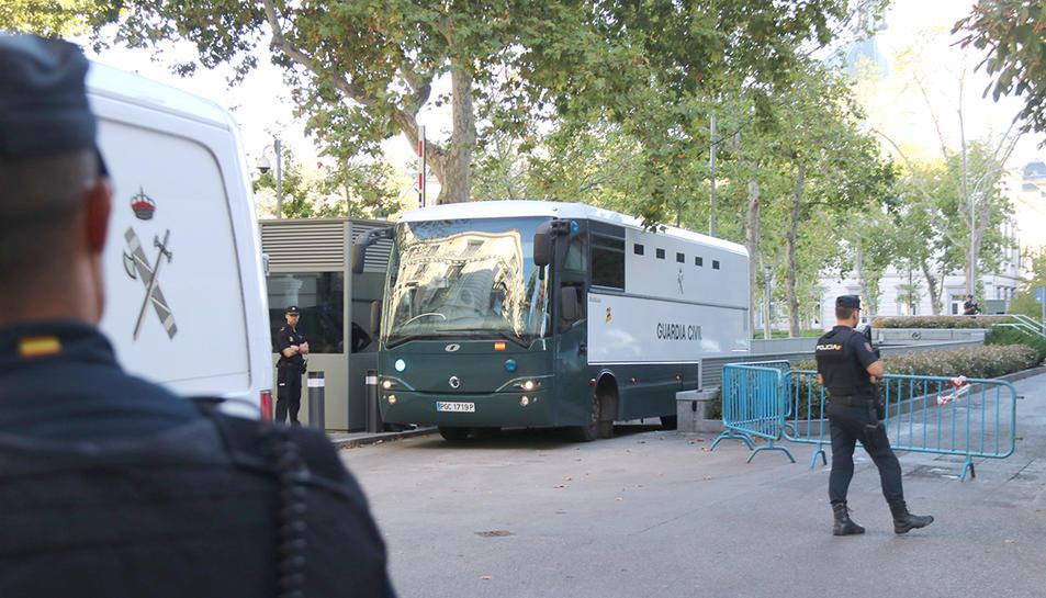 Imatge d'arxiu d'un trasllat en un autocar de la Guàrdia Civil dels CDR detinguts acusats de terrorisme.