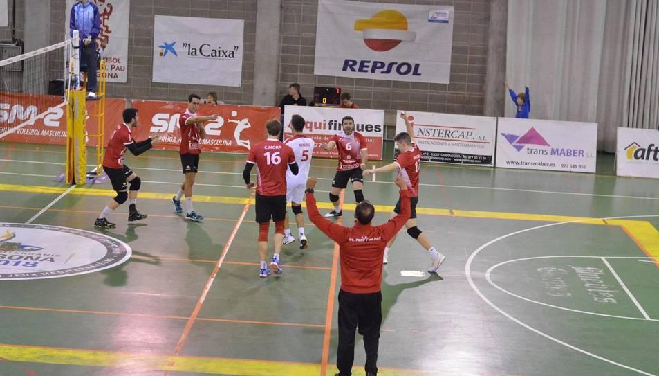 Els jugadors i entrenador del CV SPiSP en el darrer partit jugat.