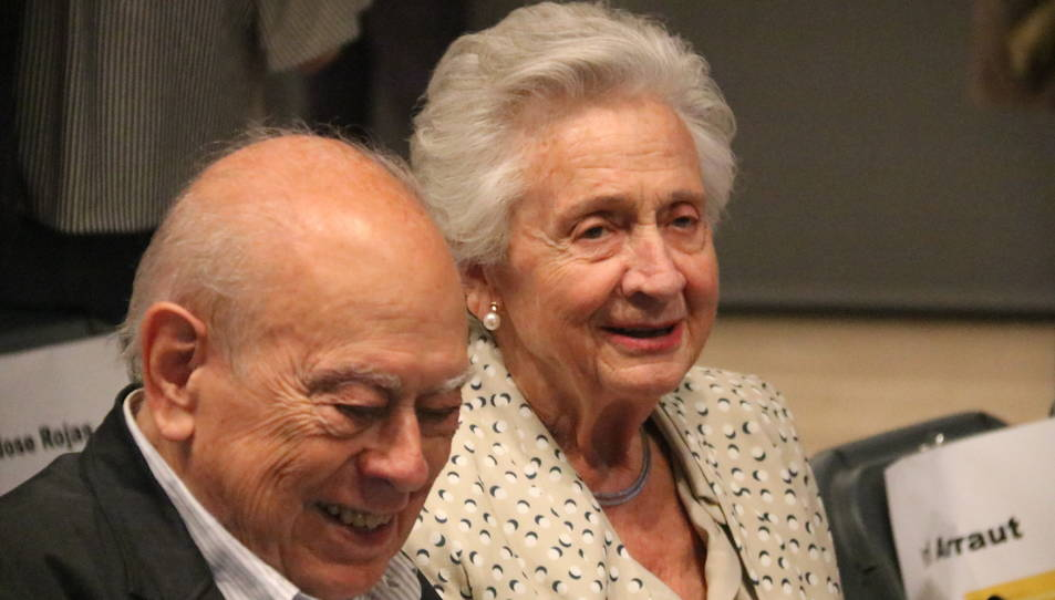 L'expresident del Govern Jordi Pujol i la seva dona, Marta Ferrusola, durant la presentació del llibre 'Escrits de la presó' de l'exconseller Quim Forn