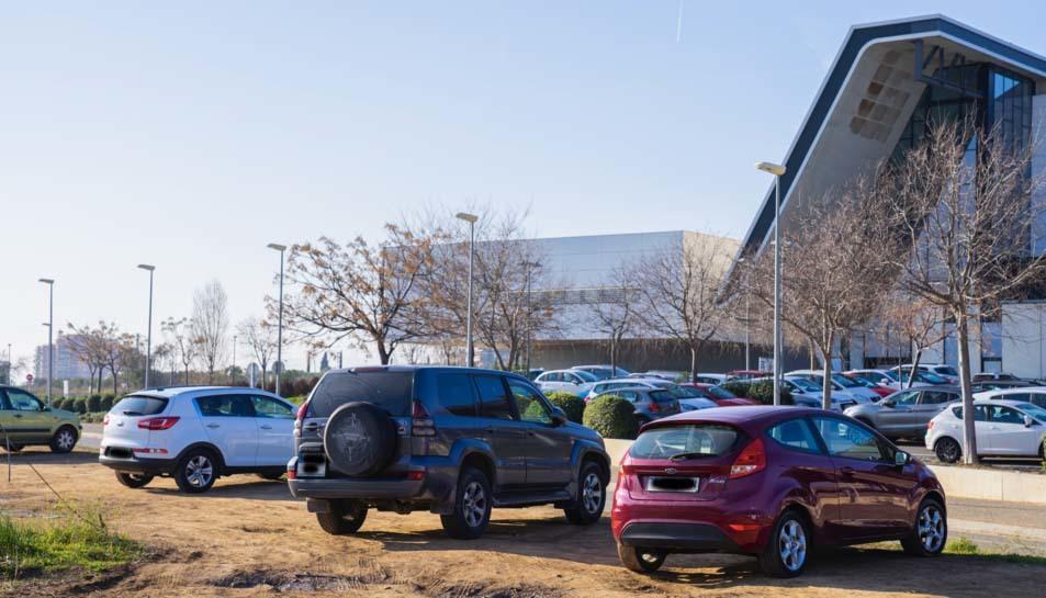 Part dels qui ahir estacionaven al lloc eren acompanyants que s'esperaven dins del mateix vehicle.