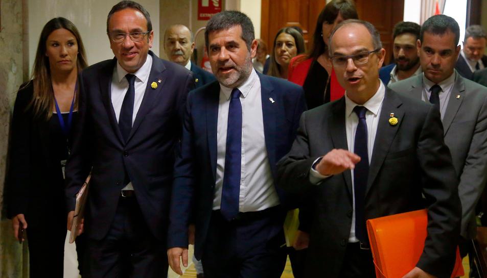 Josep Rull, Jordi Sànchez i Jordi Turull caminant pels passadissos del Congrés el 20 de maig del 2019.