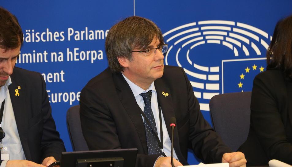 Carles Puigdemont durant la roda de premsa del 13 de gener del 2020 al Parlament Europeu.