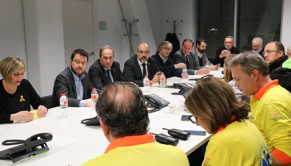 La reunió dels equips d'emergències al centre de coordinació del 112 a Reus.