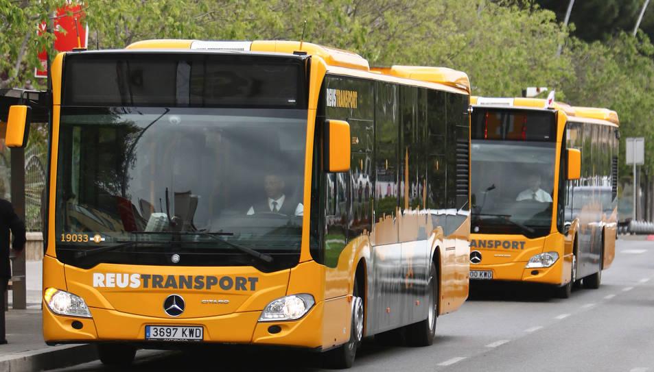 Una imatge de nous autobusos de Reus Transport.