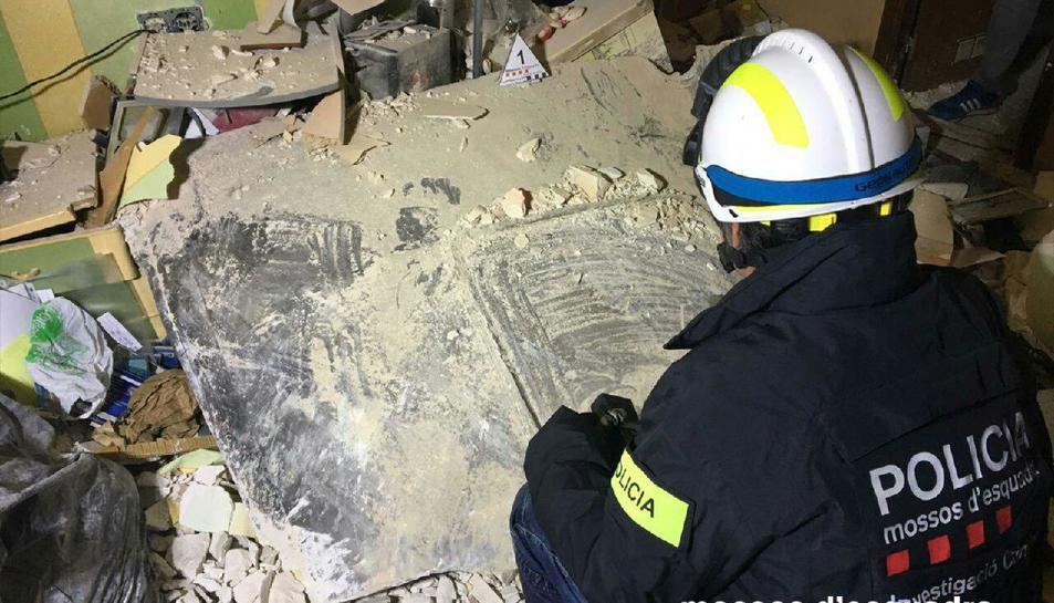 Planxa metal·lica que va ipactar contra l'edifici de Torreforta i va causar la mort d'un home.
