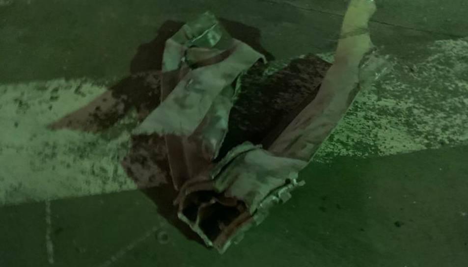 Imatge d'una peça metàl·lica que va impactar a Torreforta.
